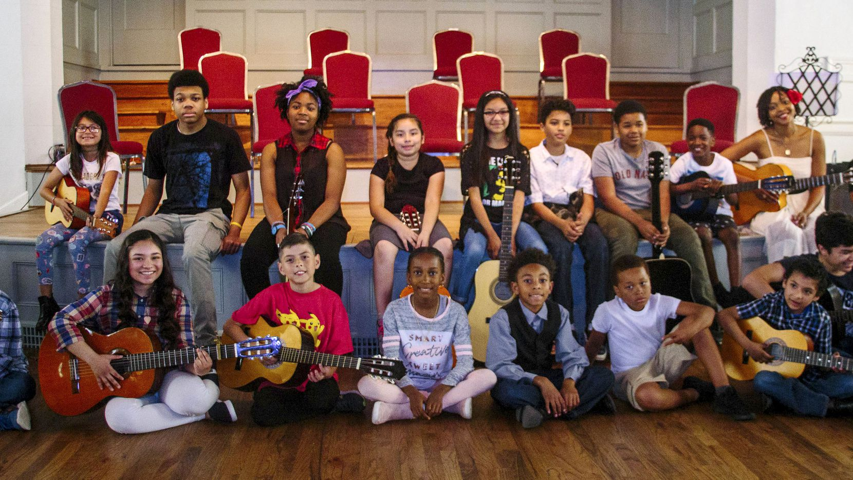 Jessica Garland (back row, second from right) teaches guitar to kids.