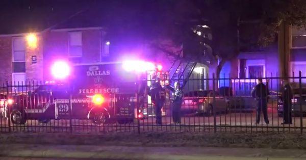 La policía llegó hasta los apartamentos en Jupiter Road, en Lake Highlands.