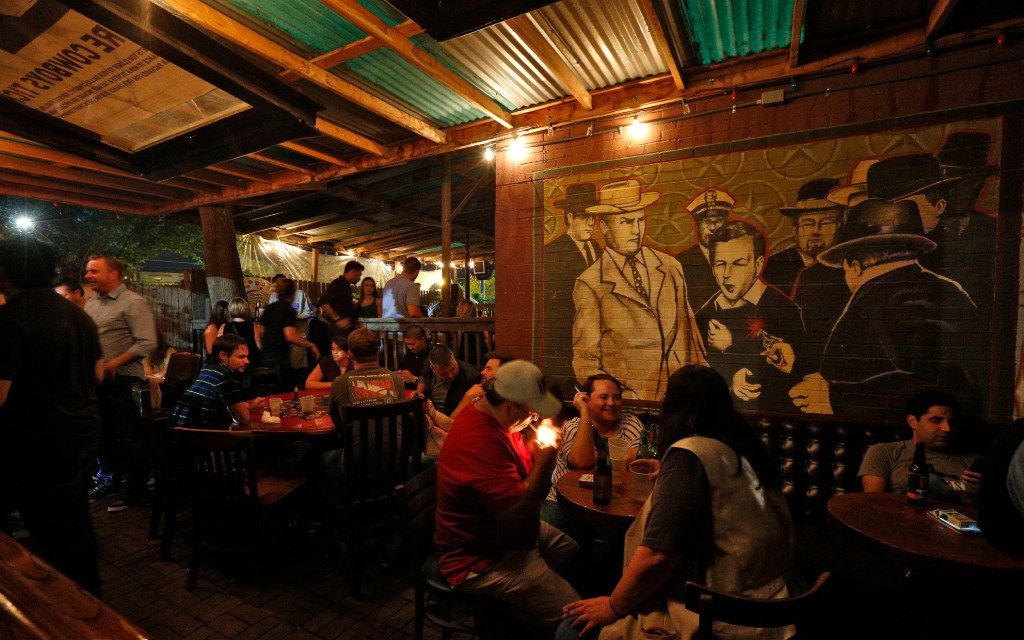 The last hours at the Elbow Room. (Nathan Hunsinger/The Dallas Morning News)