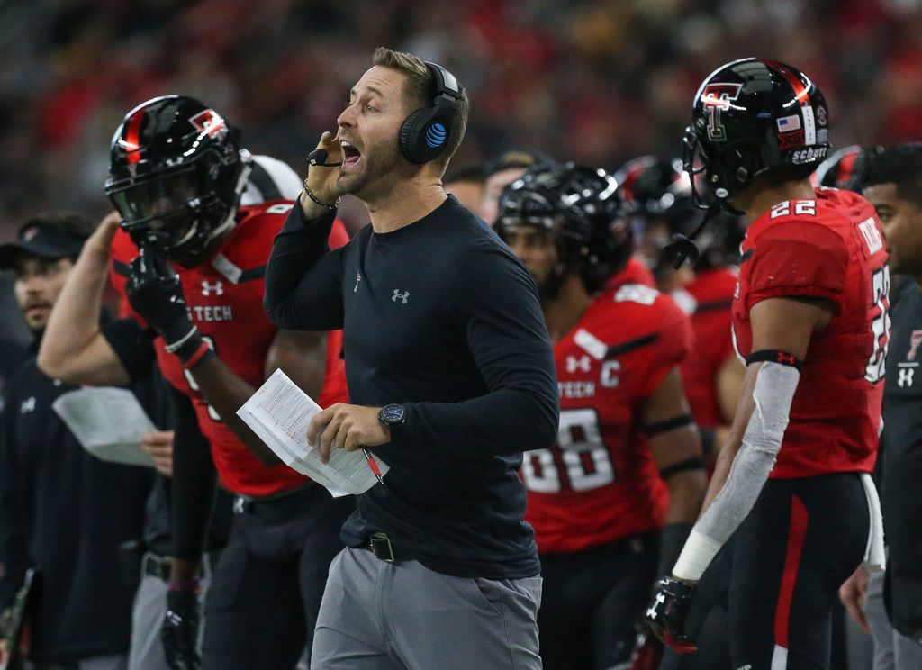 Texas Tech Red Raiders head coach Kliff Kingsbury calls out a play during a matchup between Baylor and Texas Tech on Saturday, Nov. 24, 2018 at AT&T Stadium in Arlington, Texas. (Ryan Michalesko/The Dallas Morning News)