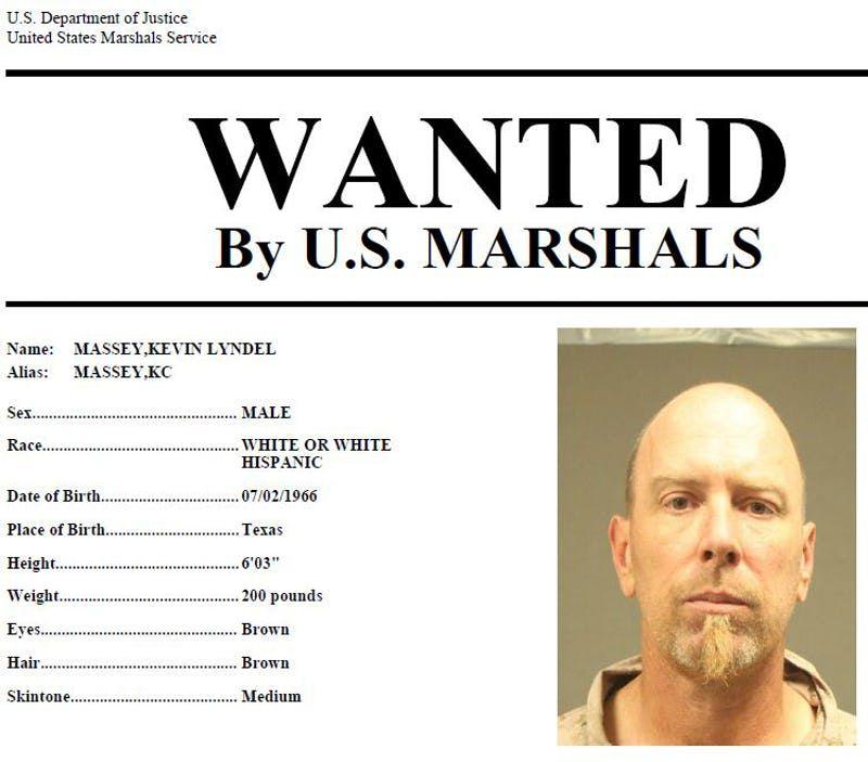 Los U.S. Marshals buscan a Kevin Massey, considerado un extremista violento.