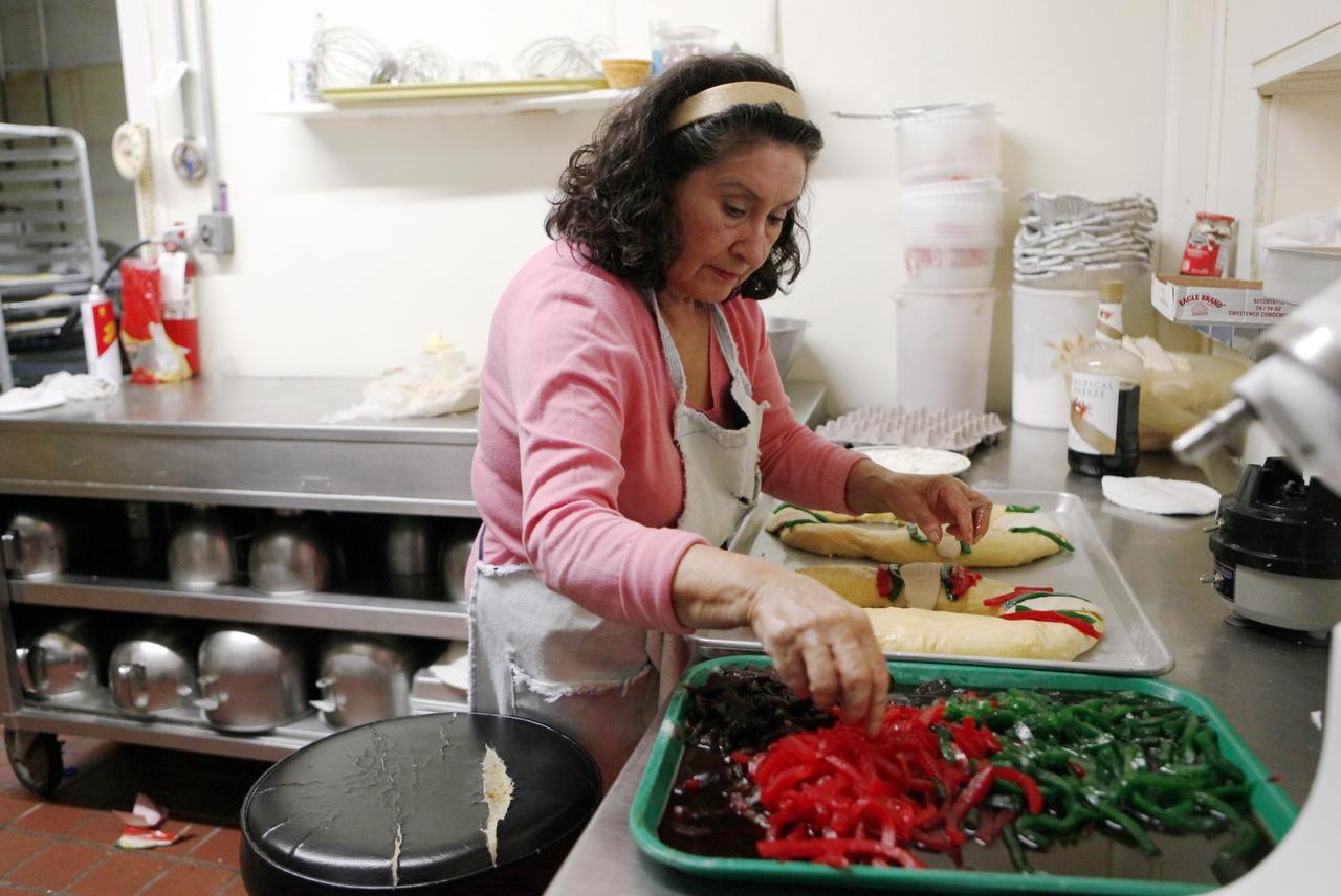 La rosca de Reyes es una tradición de la cultura católica en países hispanohablantes. La pastelería de Graciela Téllez es testigo de la creciente popularidad de ellas. (ESPECIAL PARA AL DÍA/BEN TORRES)