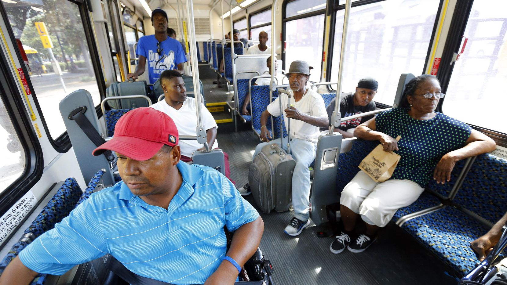 Las nuevas rutas del DART servirán para atender sectores que necesitan más del transporte público como el sur de Dallas. (DMN/TOM FOX)