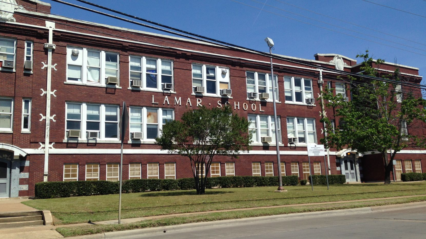 The historic Lamar School south of downtown Dallas is one of the properties DISD sold to developers, who plan to convert it to apartments.