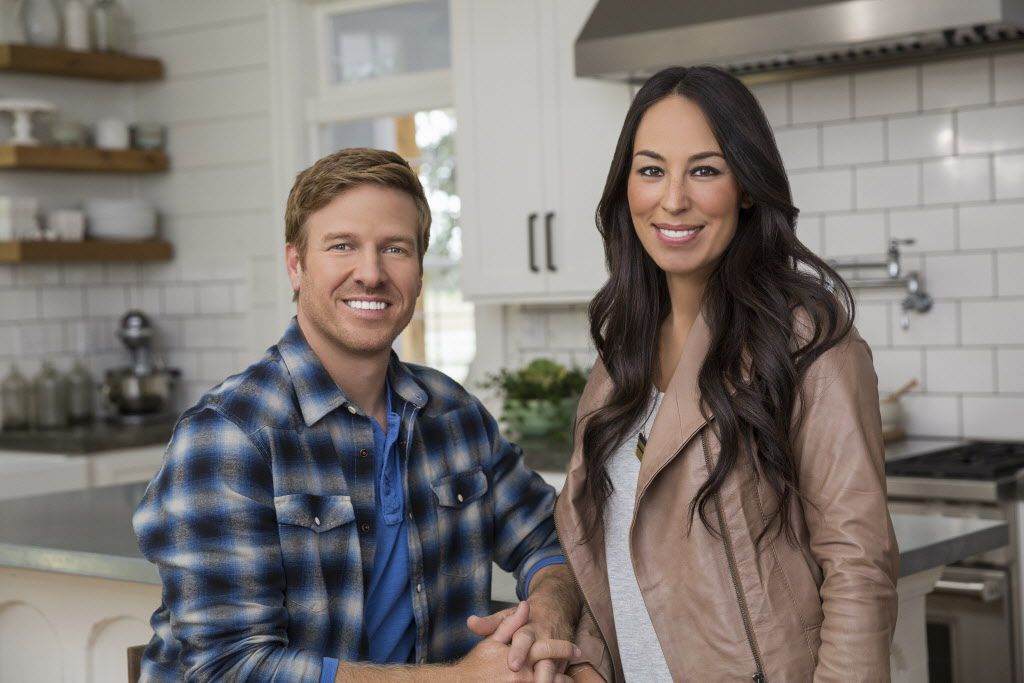 Chip and Joanna Gaines of HGTV s Fixer Upper Chip and Joanna Gaines, hosts of HGTV's Fixer Upper.