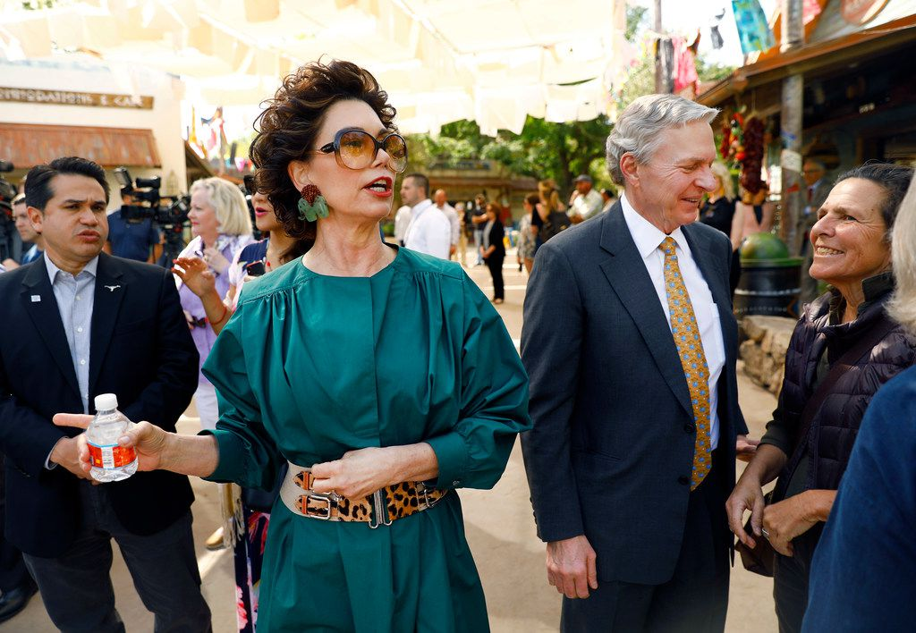 Ramona S. Bass (center), Fort Worth Zoo Board of Directors co-chair and A Wilder Vision Chair, welcomed the media and visitors to the new 10-acre African Savanna exhibit alongside her husband Lee Bass (right), on April 19.