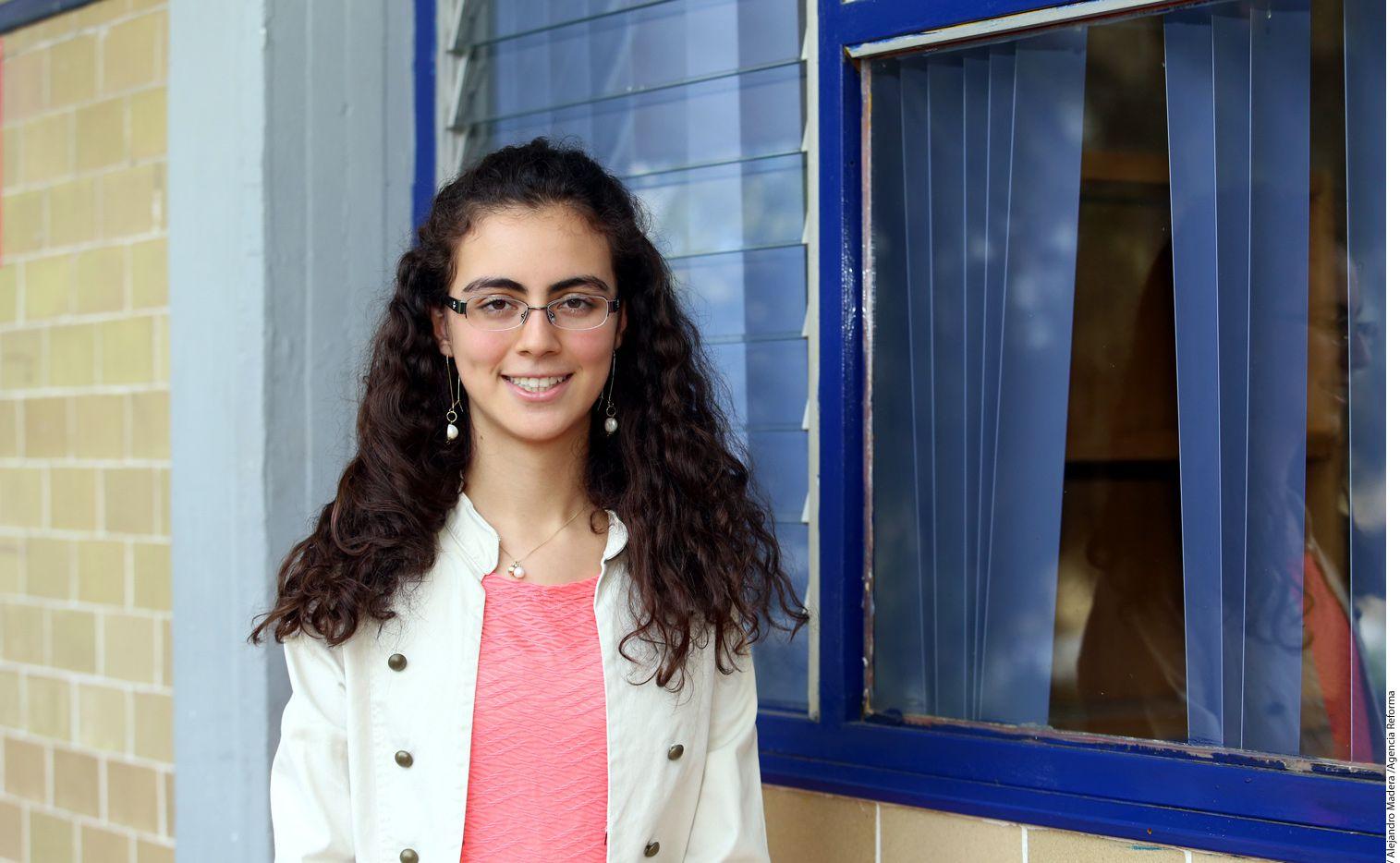 """Los twitteros destacaron que la estudiante de 17 años Olga Medrano es un ejemplo a seguir y una persona digna de """"viralizarse"""" por sus méritos más que por algún escándalo./AGENCIA REFORMA"""