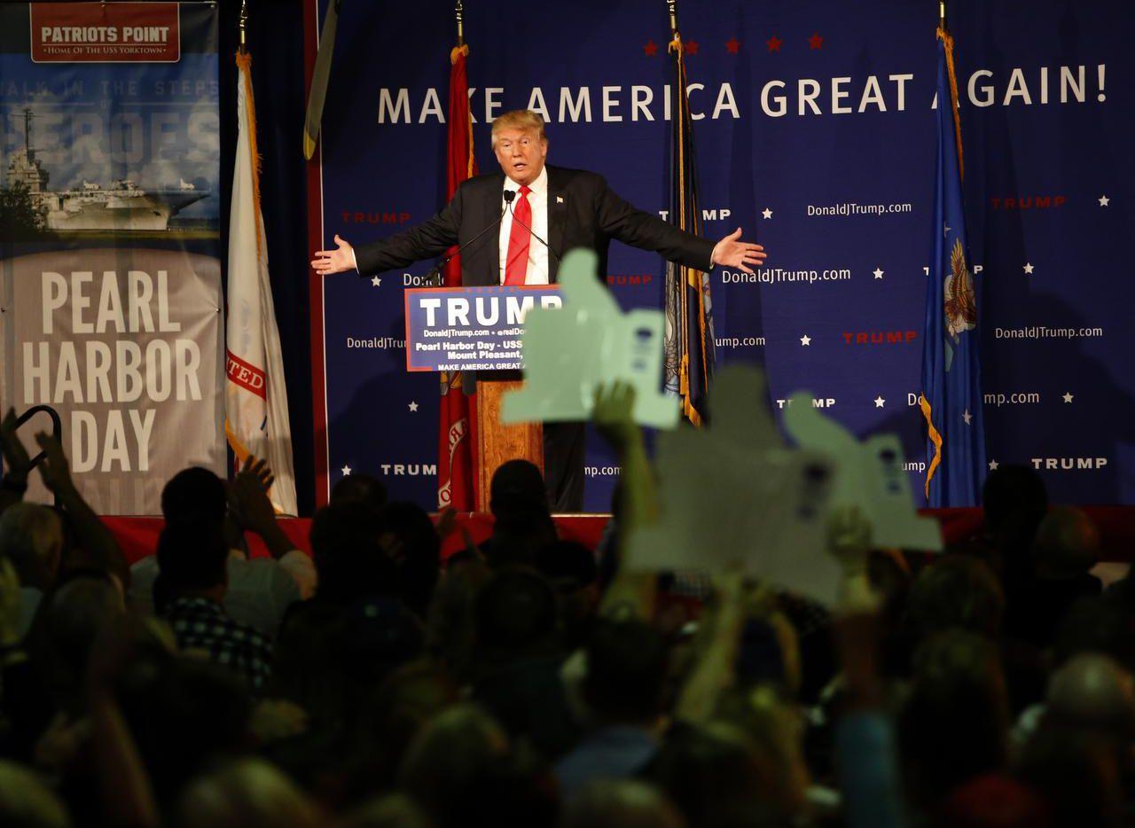El precandidato presidencial Donald Trump fue blanco de críticas tras proponer que se niegue la entrada a musulmanes. (AP/MIC SMITH)