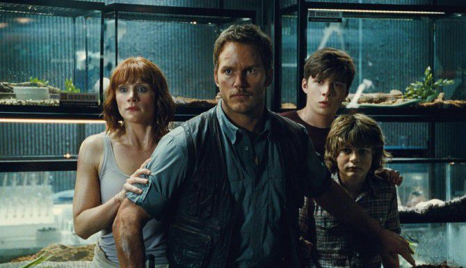 """Bryce Dallas Howard, Chris Pratt, Nick Robinson y Ty Simpkins en la cinta """"Jurassic World"""".(AP)"""