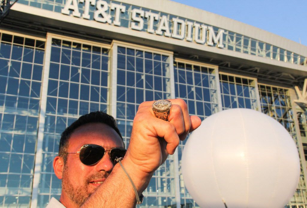 Former Dallas Cowboys player Tony Casillas showed off his Super Bowl ring at the event.