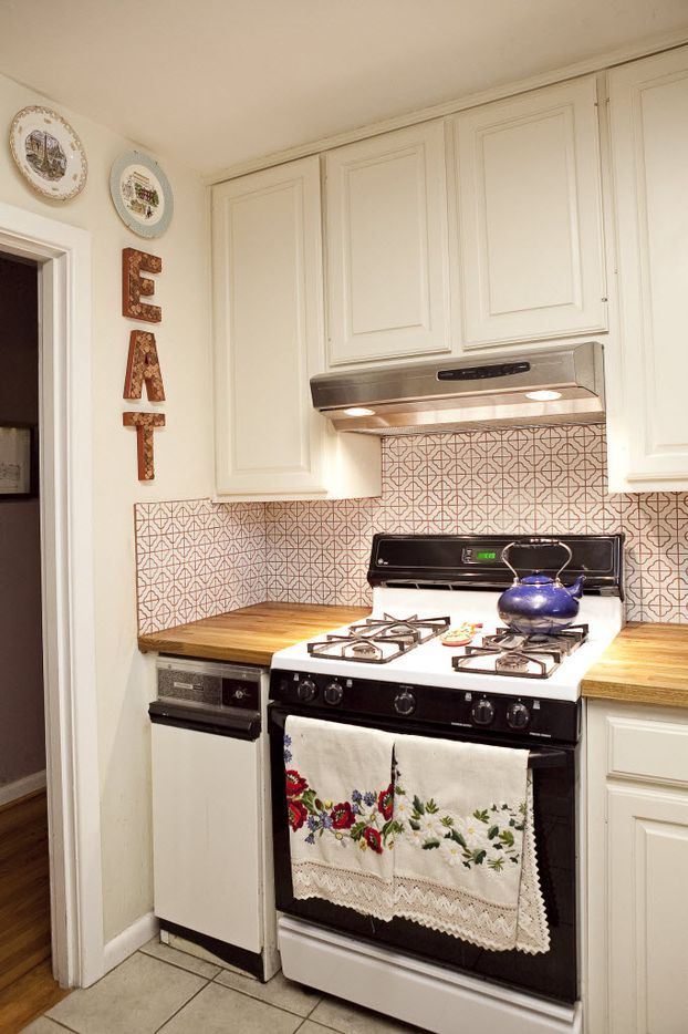 When Markus and Lilly Neubauer renovated their small kitchen, they did so on a budget, finding tiles on Overstock.com and counters from Ikea.