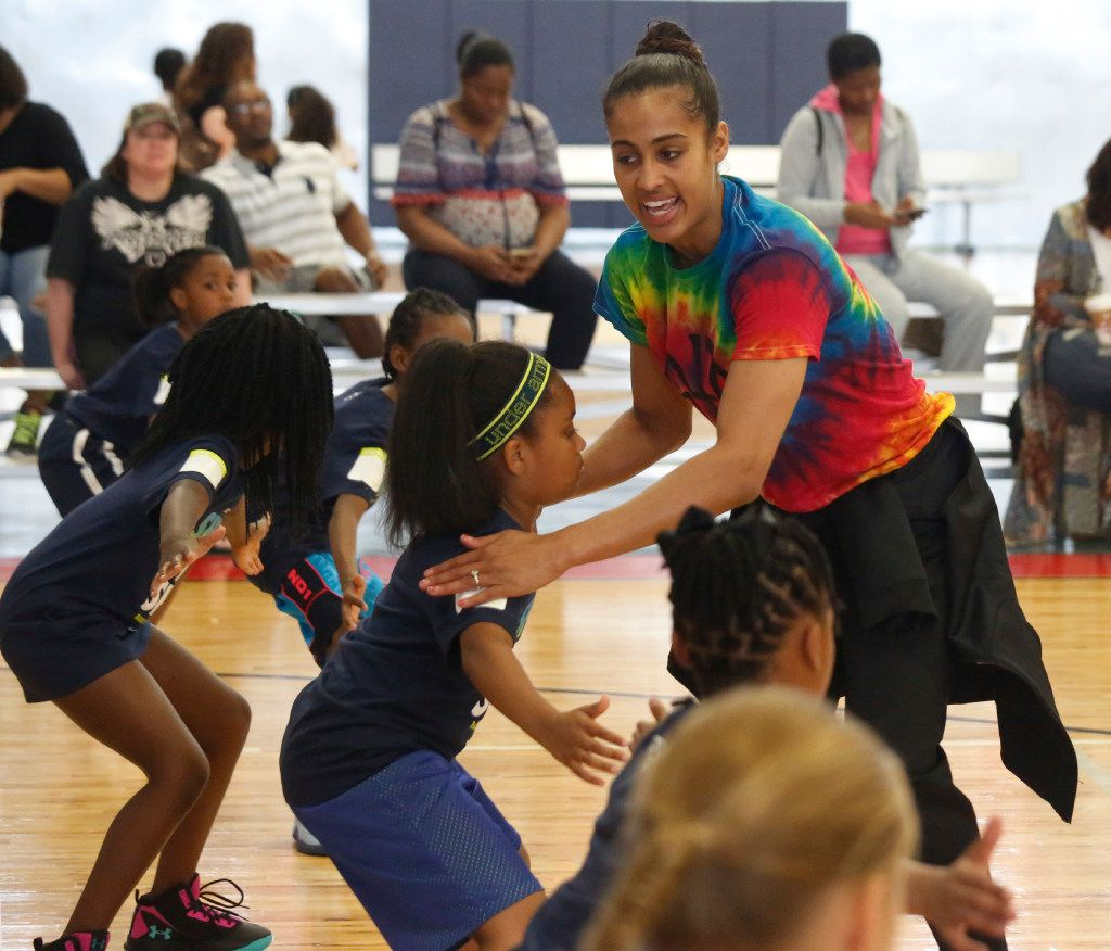 """Dallas Wings star Skylar Diggins leads her basketball camp """"Shoot 4 The Sky"""" at the Plano Sports Authority in Murphy Saturday April 1, 2017. (Ron Baselice/TheDallas Morning News)"""
