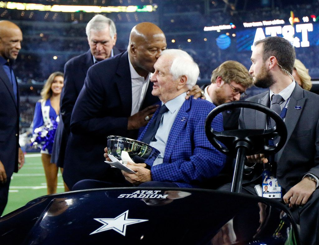 Former Dallas Cowboys cornerback Mel Renfro gives former Cowboys vice president of player personnel (1960-1988) Gil Brandt a kiss on the head following his induction into the Dallas Cowboys Ring of Honor at AT&T Stadium in Arlington, Texas, Thursday, November 29, 2018.(Tom Fox/The Dallas Morning News)