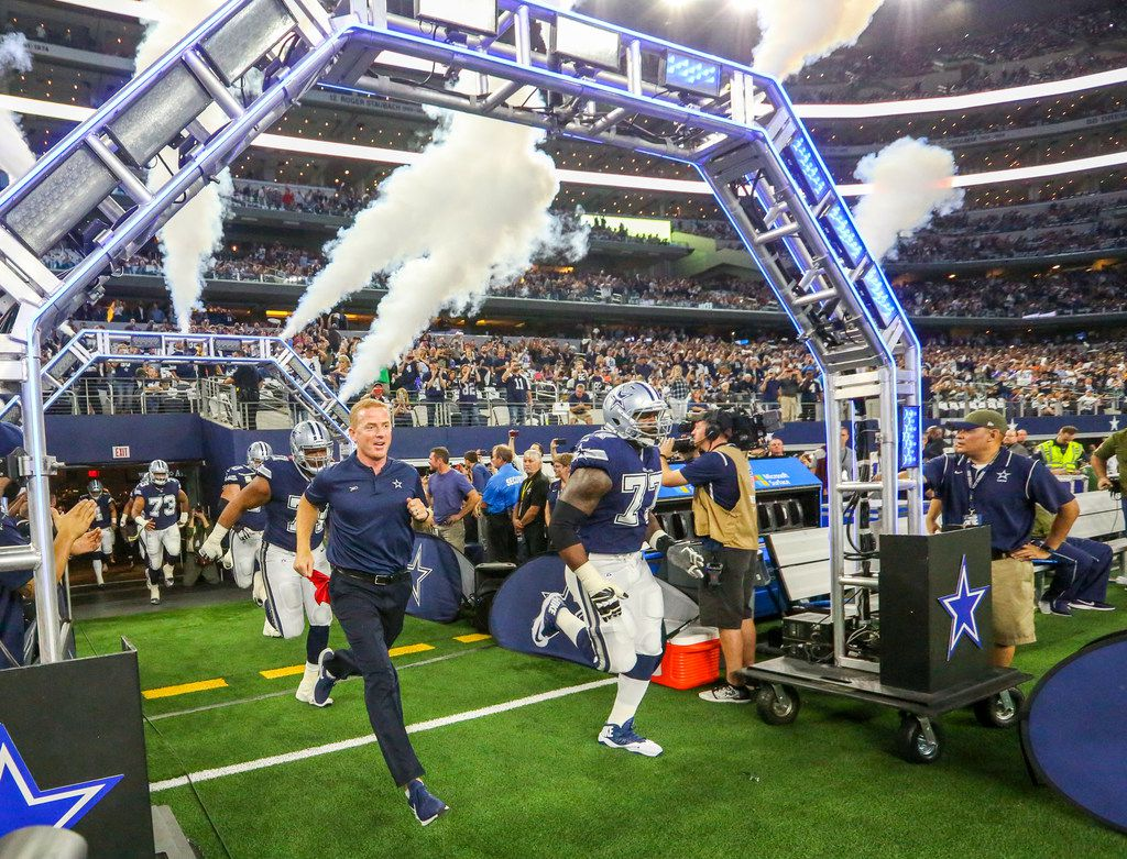 Dallas Cowboys head coach Jason Garrett takes the field with his team to play against the Tennessee Titans at AT&T Stadium in Arlington, Texas on Monday, November 5, 2018. (Shaban Athuman/The Dallas Morning News)
