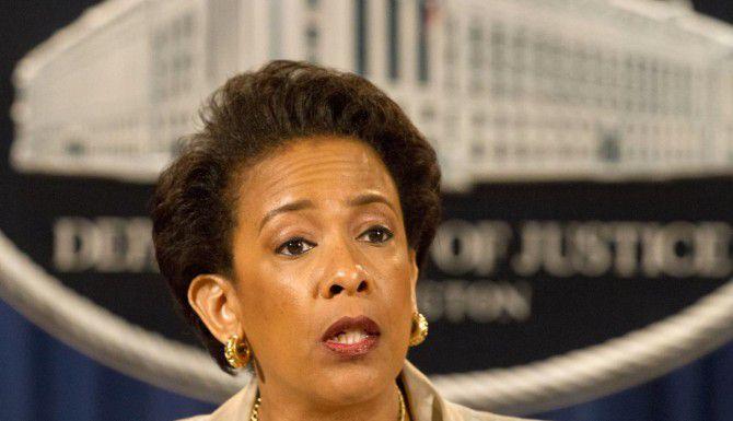 La procuradora Loretta Lynch anunció una investigación del Departamento de Policía de Baltimore por presuntos abusos a los derechos civiles. (AP/JACQUELYN MARTIN)