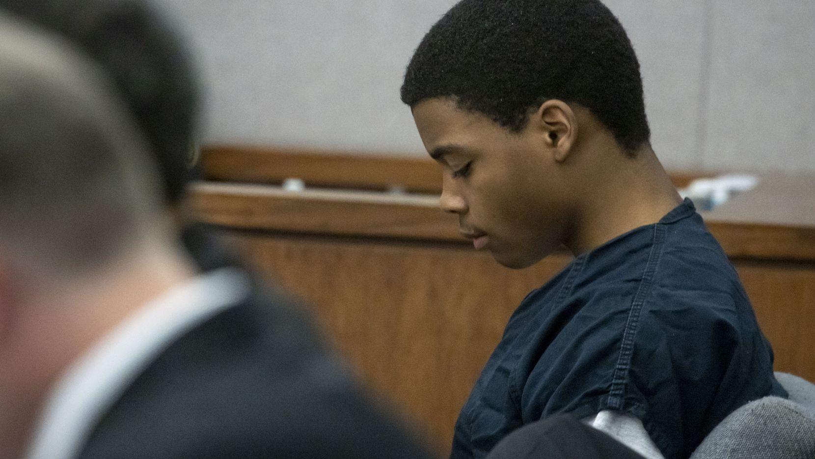 Lenario Washington durante su audiencia de certificación como adulto. El adolescente fue acusado de asesinato, agresión sexual agravada y otros cargos.