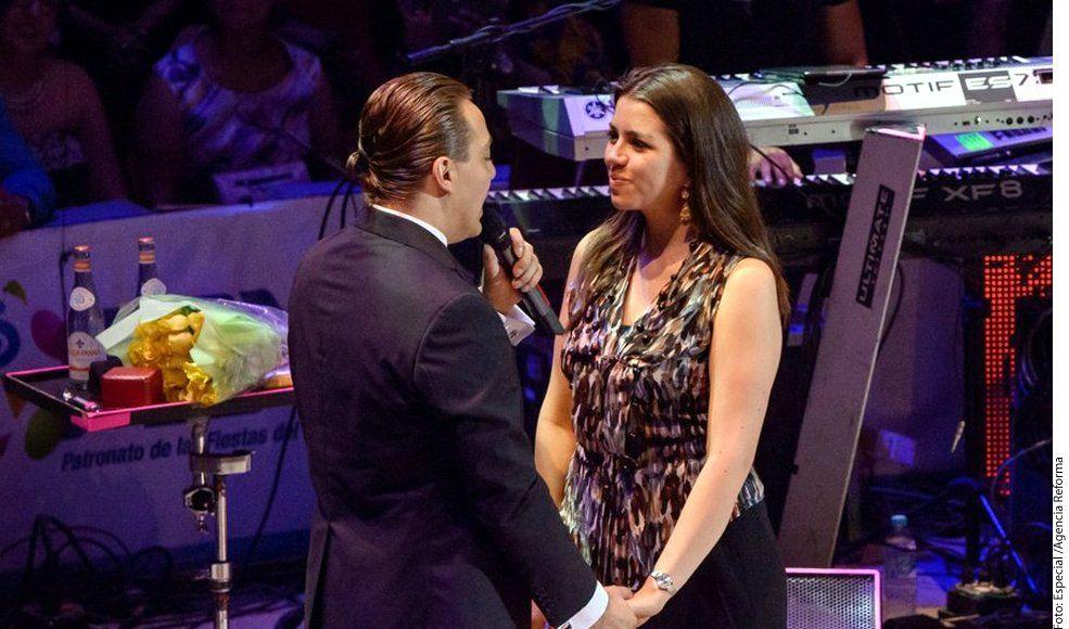 El cantante Cristian Castro (izq.) dijo que terminó su relación con Carol Victoria Urbán (der.) porque no se conocían lo suficiente y esto causó problemas./ AGENCIA REFORMA