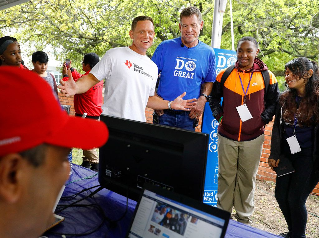 Hall of Fame Dallas Cowboys quarterback and United Way of Metropolitan Dallas campaign chairman Troy Aikman (second from left) participates in a demonstration of a face recognition technology at the Oliver Holmes Humanities and Communications Academy in Dallas on April 13. After this year's successful campaign, Aikman is handing the reins over to the 2018-19 chairs.