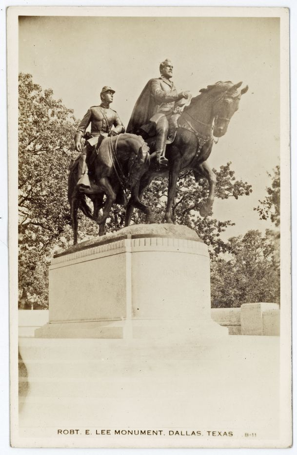 A picture postcard of the Robert E. Lee Monument, Dallas, Texas, showing the equestrian statue of General Robert E. Lee and an accompanying soldier, exhibited in Lee Park.