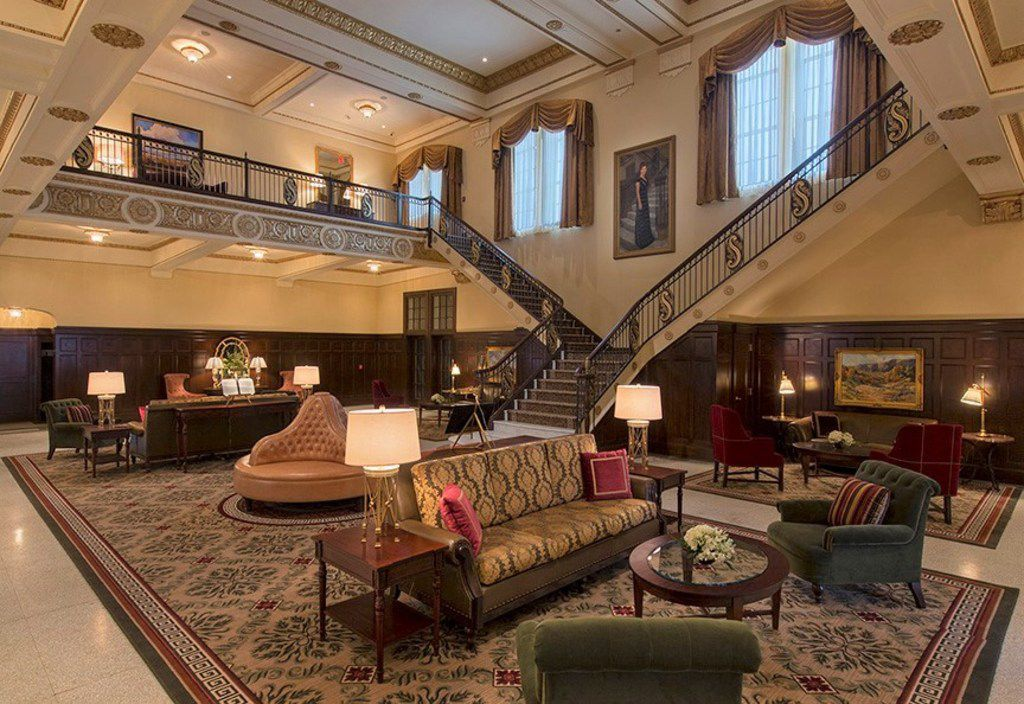 Hotel Settles, whose 2012 reopening brought new life to its historic lobby, is offering a four-course Valentine's Day dinner as well as hotel packages for those wanting to spend the night in Big Spring.