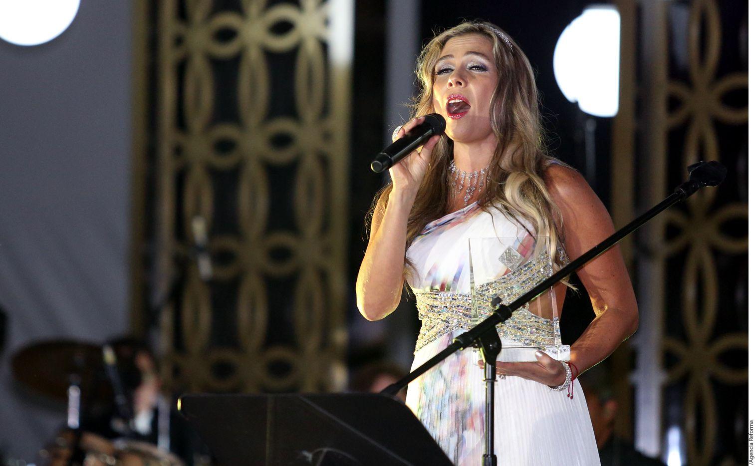 Lorena Tassinari, cantando. Foto AGENCIA REFORMA
