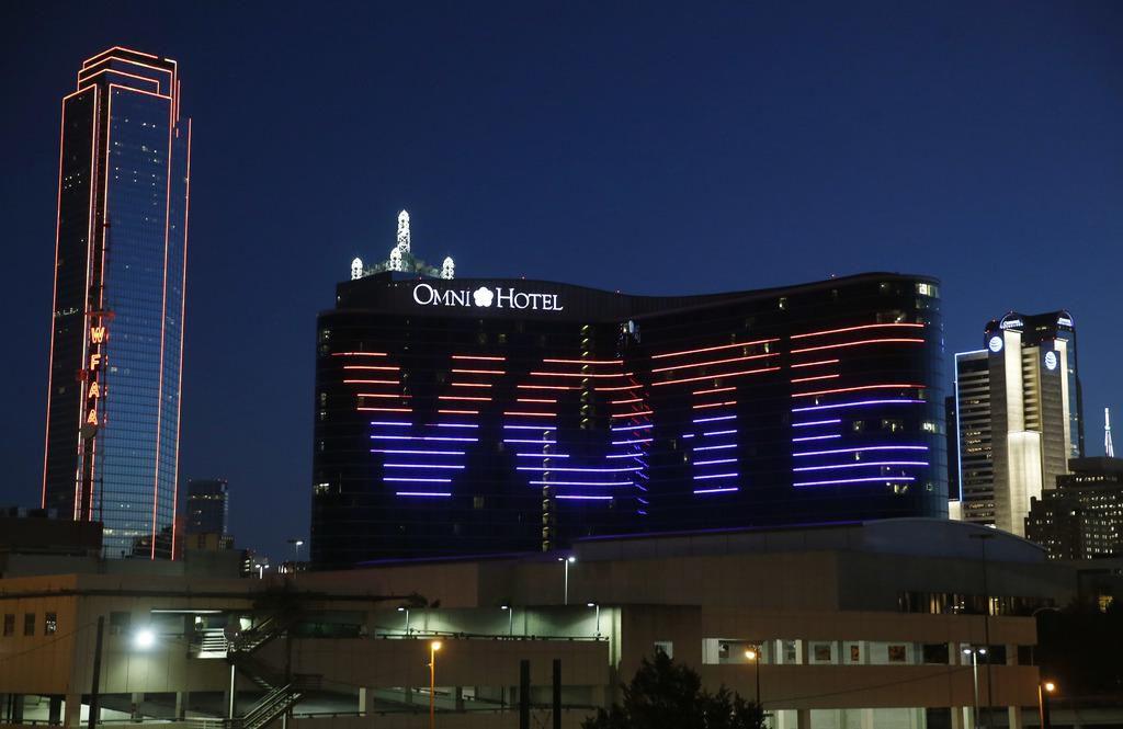"""""""Vote"""" indican las luces del Omni Hotel en Dallas, ciudad que elegirá nuevo alcalde en mayo. (DMN/VERNON BRYANT)"""