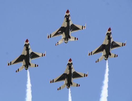 The United States Air Force Thunderbirds  serán parte del Fort Worth Alliance Air Show organizado por Bell Helicopter este fin de semana en el Fort Worth Alliance Airport.