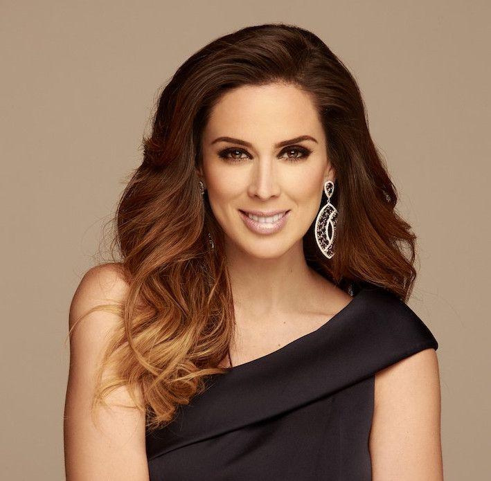 Tras ser un rostro emblemático en Televisa y Univision Jacqueline Bracamontes llega a Telemundo./ TELEMUNDO