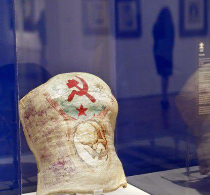 Este yeso fue usado y pintado por Frida luego de una de múltiples operaciones de espalda. La foto es de una exhibición en Atlanta.