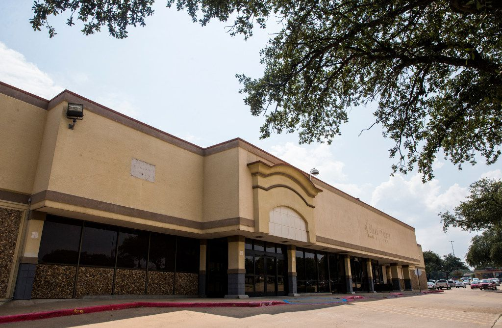 A closed Minyard Sun Fresh Market on Thursday, August 24, 2017 at 6464 E Mockingbird Lane in Dallas. (Ashley Landis/The Dallas Morning News)