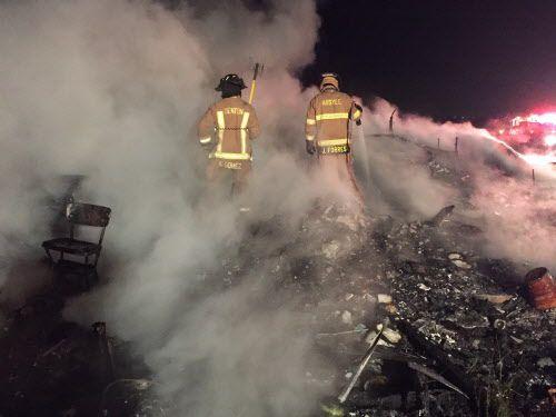 Un incendio en plano dejó una madre muerta y un niño herido.
