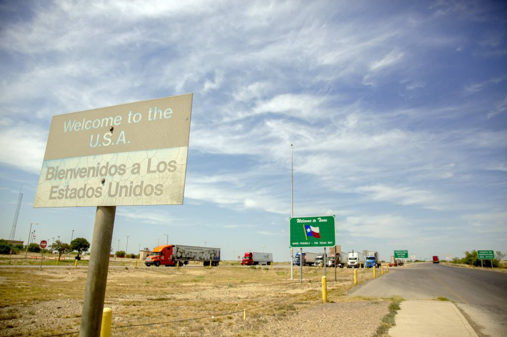 A sign welcomes drivers to the United States at the Laredo-Colombia Solidarity International Bridge  in May 2014 in Webb County, Texas.