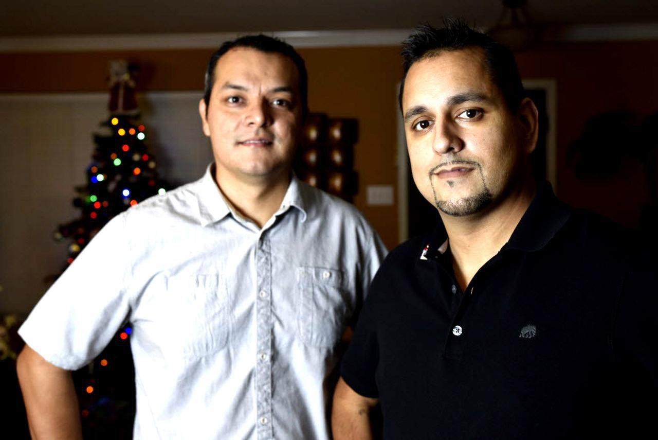 Stephen Cook (der.) junto a su mejor amigo Rubén Arellano, quien le donó un riñón el viernes 16 de diciembre. Se conocieron hace cerca de 25 años cuando ambos eran monaguillos de la misma iglesia. (BEN TORRES.ESPECIAL PARA AL DÍA)