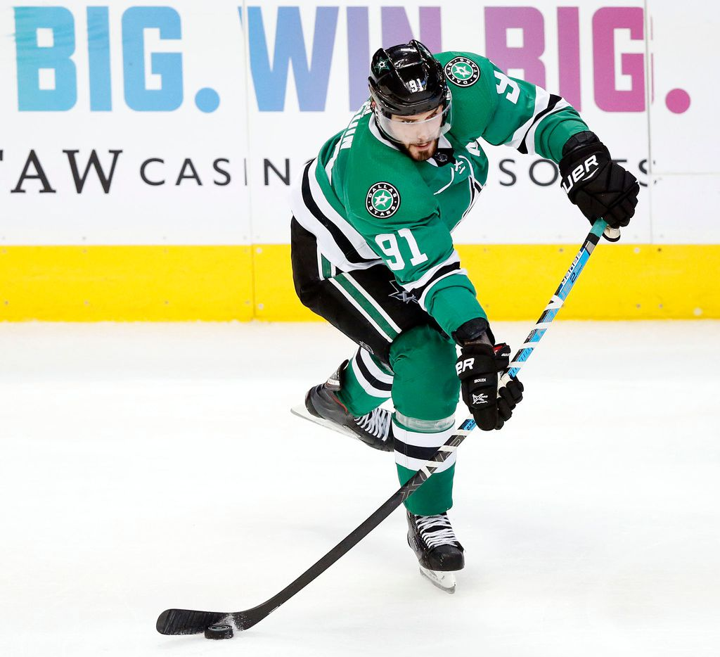 Dallas Stars center Tyler Seguin (91) passes the puck against the Los Angeles Kings during the second period at the American Airlines Center in Dallas, Tuesday, October 23, 2018. (Tom Fox/The Dallas Morning News)