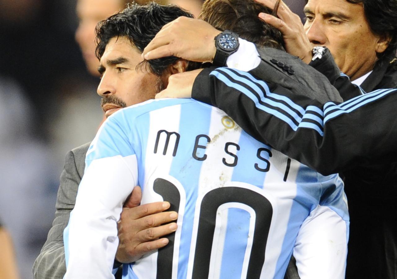 Diego Maradona dirigió a Lionel Messi durante el Mundial de Sudáfrica 2010. (AFP/GETTY IMAGES/DANIEL GARCIA)