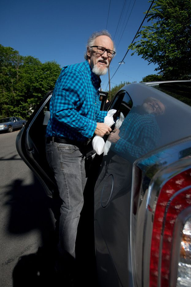 Photographer Allison V. Smith accompanied Reynolds on his most recent Meals on Wheels route to document his efforts for The Dallas Morning News. (Allison V. Smith/Special Contributor)