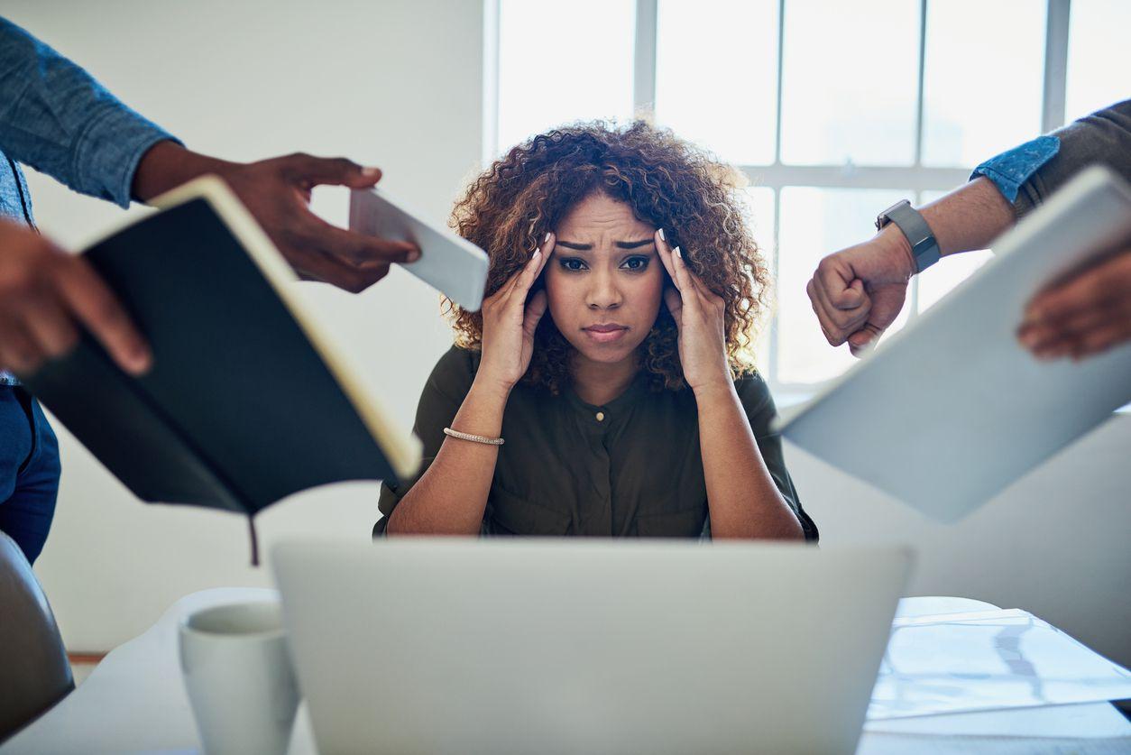 Un trabajólico se distingue porque presenta ansiedad cuando no está haciendo una actividad de su trabajo, y se siente mejor si está en su oficina que en otro espacio. (iSTOCK)
