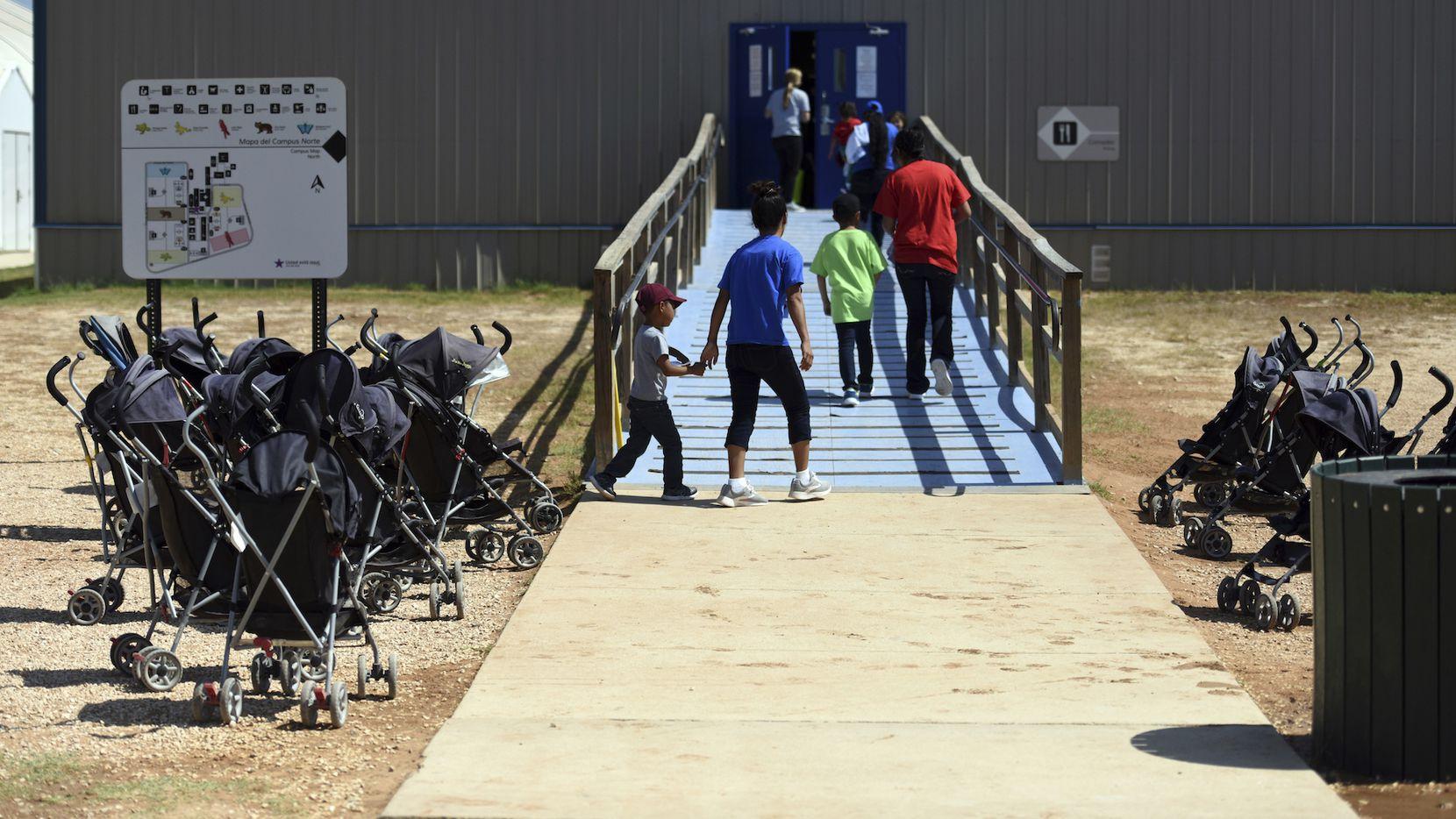 La instalación de South Texas Family Residential Center en Dilley, Texas, donde autoridades de inmigración albergan a menores migrantes. AP