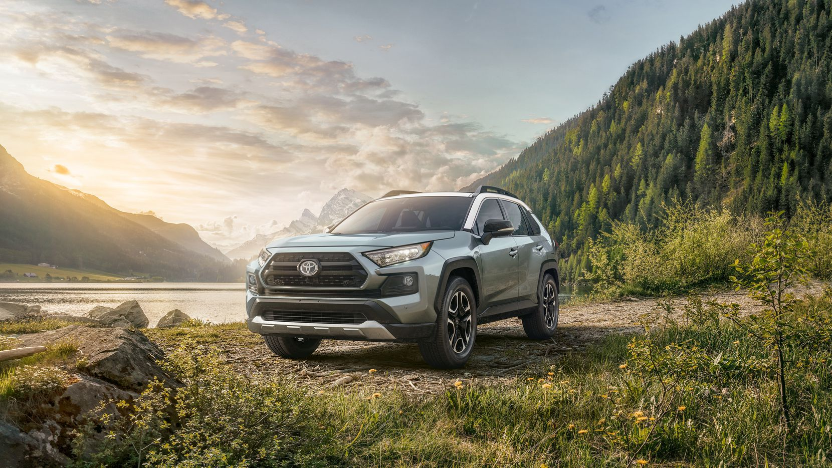 The fifth generation RAV4 Adventure features a more muscular build.