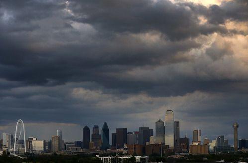 Habrá fuertes tormentas este sábado. TOM FOX/DMN