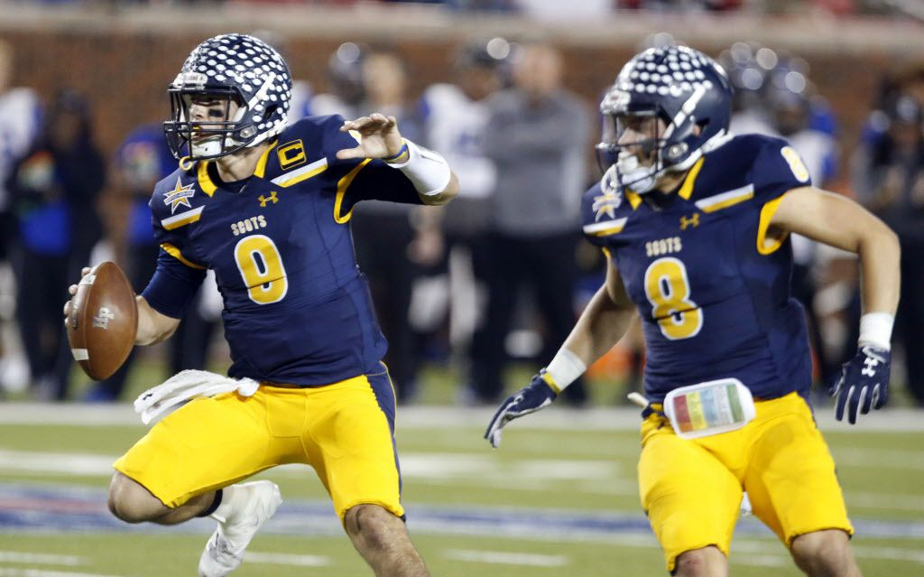 Highland Park Qb John Stephen Jones (9) and RB Conner Allen (8) look for running room during the first half of the Class 5A  Division I Region II semifinal high school football playoff game against Mansfield Summit at Ford Stadium at SMU in Dallas, Friday, December 1, 2017. (John F. Rhodes / Special Contributor)
