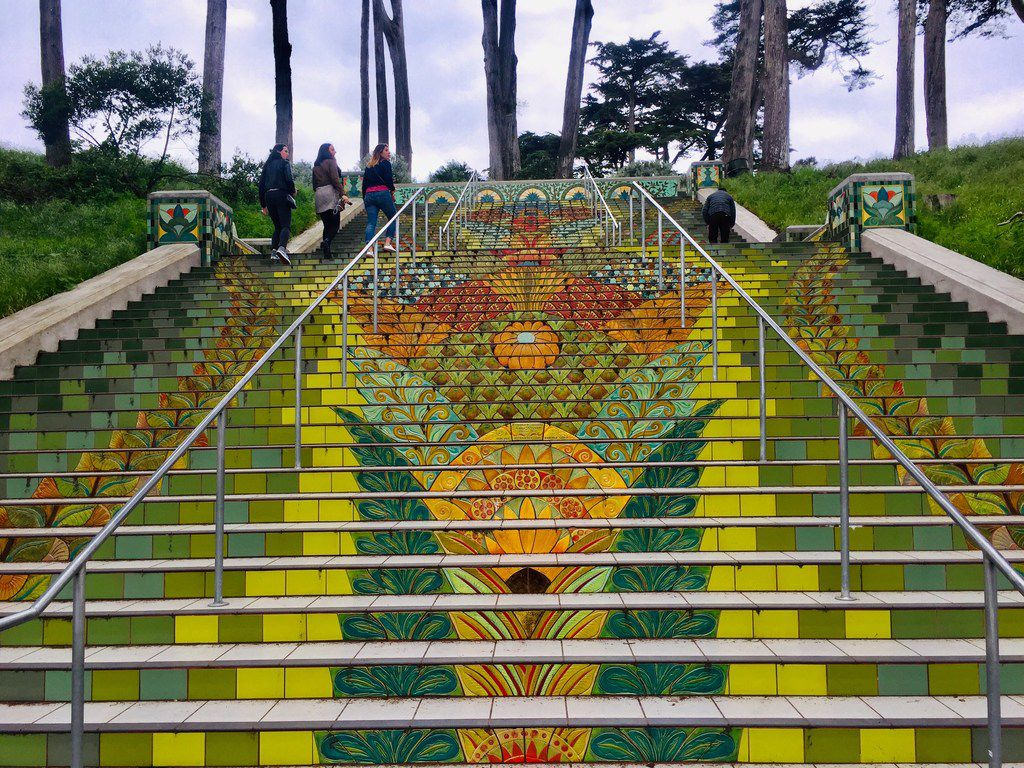 The colorful Beaux arts-style Lincoln Park Steps take you to a high-elevation golf course.
