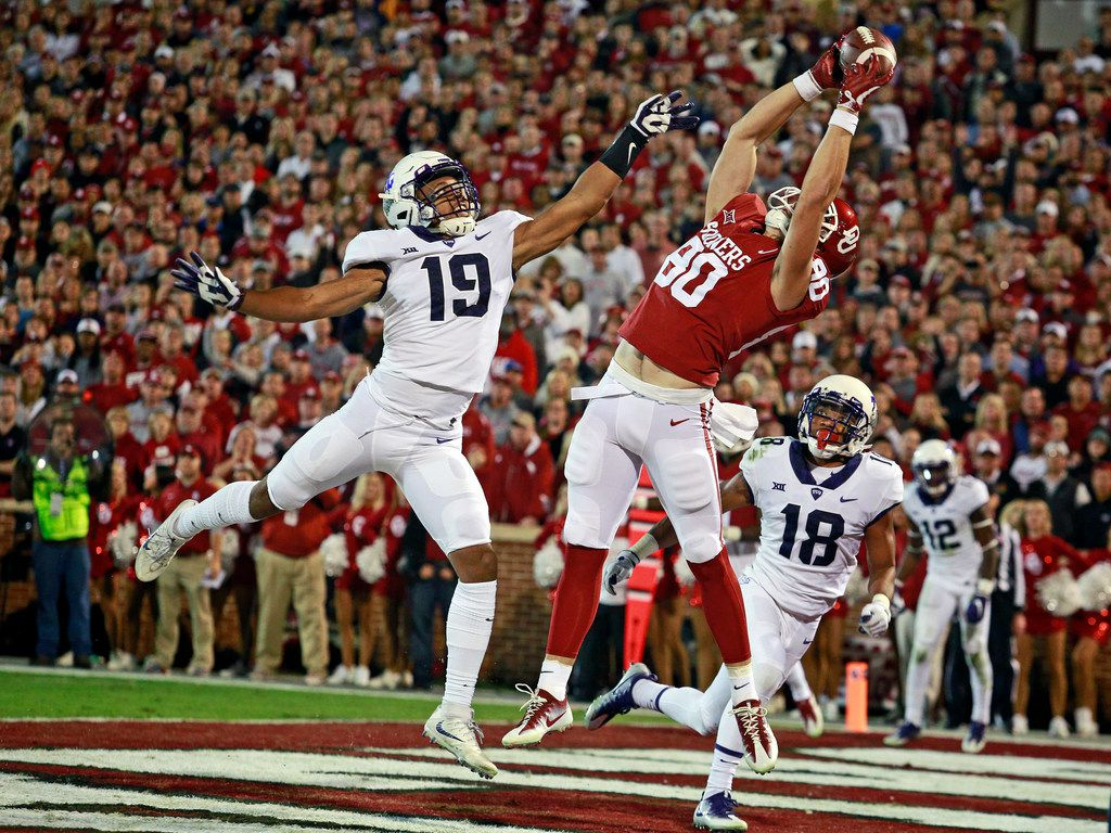 NORMAN, OK - NOVEMBER 11: Tight end Grant Calcaterra #80 of the Oklahoma Sooners catches a touchdown pass as linebacker Montrel Wilson #19 of the TCU Horned Frogs defends at Gaylord Family Oklahoma Memorial Stadium on November 11, 2017 in Norman, Oklahoma. (Photo by Brett Deering/Getty Images) ***BESTPIX***