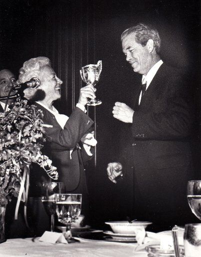 McDermott presented the James K. Wilson Award to Dallas Mayor Robert Folsom in 1980.