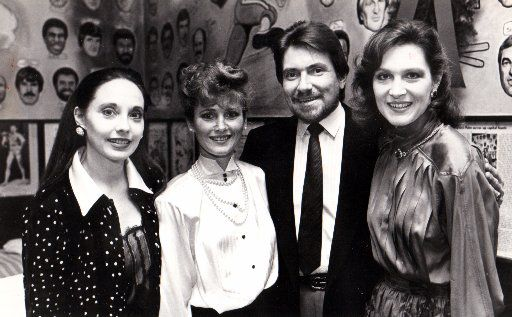 Co-owner Wally Ganzi at the Palm in Dallas in 1985 with Melinda Wynn, Reva Hamilton and Peggy Sewell.