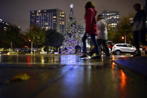 Un poco de frío y una llovizna fueron al final parte de la magia navideña.