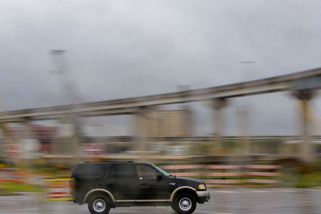 A truck drives past a bridge under construction near Texas State Highway 360 and Interstate 30 in Arlington, 2018. Interstate 30 will close in both directions this weekend for work on the interchange at State Highway 360. (Carly Geraci/The Dallas Morning News)
