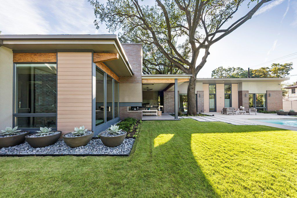 Exterior, house on Wateka Drive that is part of the 2018 AIA Home Tour, Domiteaux and Baggett Architects