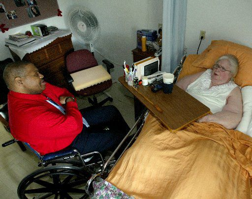 """Nursing home residents Gaylon Anderson , left, and Mary Schrader  talked in 2004 about the Legislature's cut, a year earlier, in the """"personal needs allowance"""" of Medicaid recipients. At the time, they lived at the Pioneer Care and Rehabilitation Center in Irving. (2004 Staff File Photo)"""