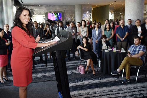 La representante Victoria Neave habla durante la recepción inaugural de la Academia de Liderazgo del Centro Latino para el Desarrollo del Liderazgo en el W Hotel en Dallas, el jueves 2 de agosto de 2018. Foto: Ben Torres / Especial para Al Día